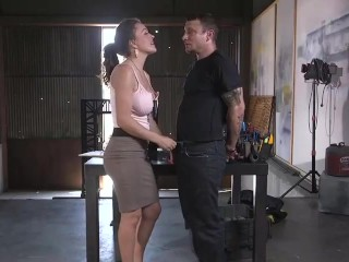 Bodyguard fucks and kills women movie