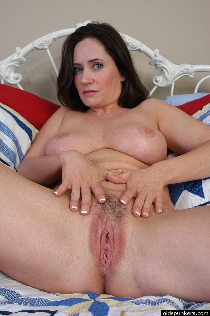 Long playing hairy pussy movs