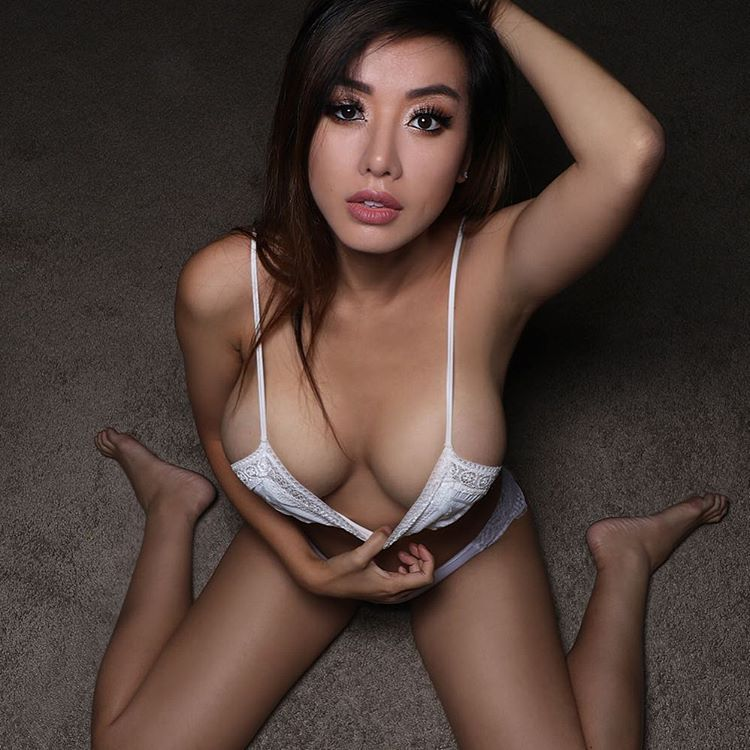 Young tiny bound tits
