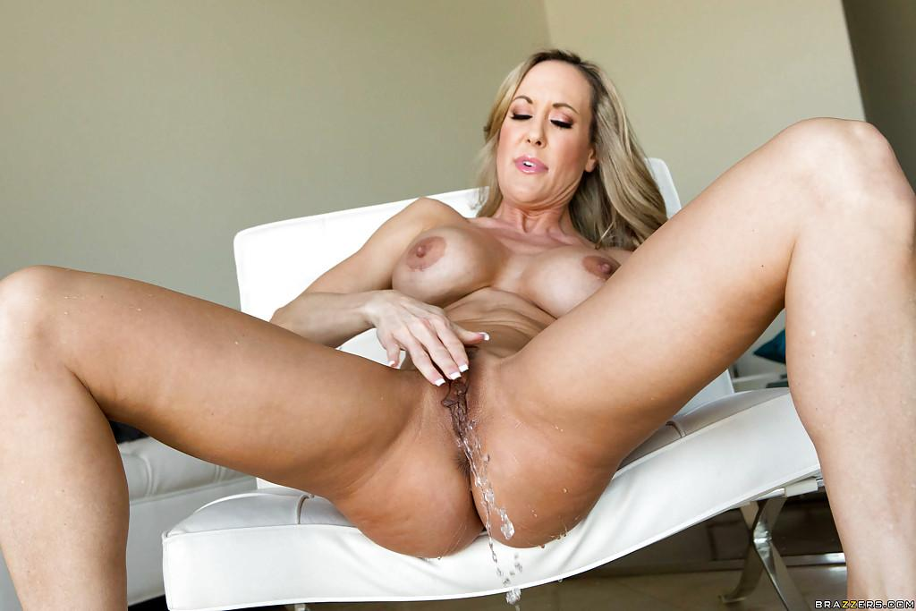 Cow girl shaved pussy